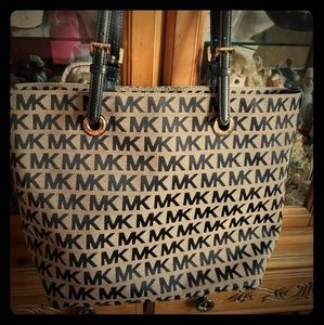 🧚🏼‍♀️Michael KORS Large Purse Handbag